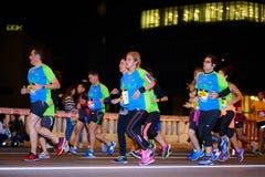 毕尔巴鄂,西班牙- 10月22 :未认出的赛跑者以伤残在毕尔巴鄂马拉松夜,庆祝在10月2日的毕尔巴鄂 免版税库存图片