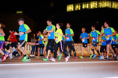 毕尔巴鄂,西班牙- 10月22 :未认出的赛跑者以伤残在毕尔巴鄂马拉松夜,庆祝在10月2日的毕尔巴鄂 库存图片