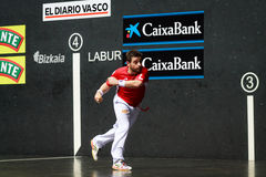 毕尔巴鄂,西班牙- 4月9 :比赛的帕布鲁Berasaluze早先对对手球冠军赛,庆祝4月9日, 免版税库存照片