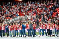 毕尔巴鄂,西班牙- 9月18 :毕尔巴鄂女性队为公众以前提供同盟杯子优胜者为比赛的毕尔巴鄂竞技队 库存照片