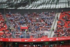 毕尔巴鄂,西班牙- 10月16 :皇家社会队爱好者在比赛的运动爱好者之间在毕尔巴鄂竞技队和皇家社会队,著名人士之间 免版税图库摄影