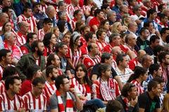 毕尔巴鄂,西班牙- 10月16 :运动俱乐部毕尔巴鄂爱好者在行动的在毕尔巴鄂竞技队和皇家社会队, celebra之间的比赛 库存照片