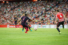 毕尔巴鄂,西班牙- 8月28 :雷斯苏亚雷斯,巴塞罗那足球俱乐部球员和Aymeric Laporte,毕尔巴鄂球员,在运动之间的比赛期间 库存照片