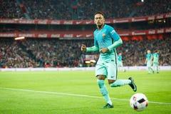 毕尔巴鄂,西班牙- 1月05 :Neymar,巴塞罗那球员,在八决赛西班牙杯比赛期间的行动的在毕尔巴鄂竞技队之间 库存照片
