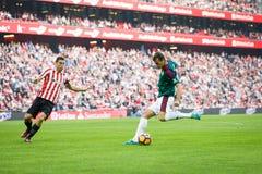 毕尔巴鄂,西班牙- 10月30 :Oriol列拉, Osasuna球员,在西班牙联赛期间的行动的在毕尔巴鄂竞技队和Osasu之间 免版税库存照片