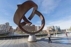 毕尔巴鄂,巴斯克国家,西班牙, 10月30日:金属纪念碑 免版税库存图片