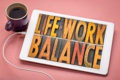 毕生的事业平衡在活版木头类型的词摘要 库存图片