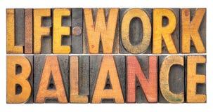 毕生的事业平衡在葡萄酒活版木头类型的词摘要 免版税库存图片