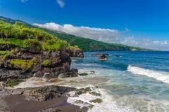 毛伊夏威夷美国-在南海岸的岩石岸 免版税库存图片