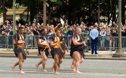 毛利人战士参加巴士底日军事游行, 库存图片