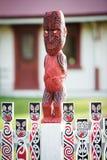 毛利人雕刻的雕塑在罗托路亚,新西兰 免版税图库摄影