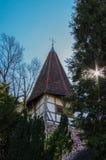 毛尔布龙,德国- MAI 17日2015年:修道院的住宅tudor样式教会是联合国科教文组织世界遗产名录站点的一部分 免版税图库摄影