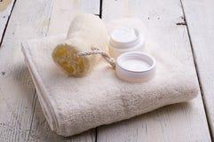 毛巾和化妆品 免版税库存照片