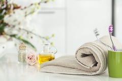 毛巾和国内卫生间 库存图片
