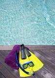 毛巾和潜航的齿轮在跳船 库存图片