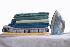 毛巾和铁 免版税库存图片