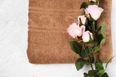 毛巾棕色浴花 库存图片