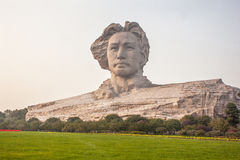 年轻毛泽东雕塑 免版税库存照片