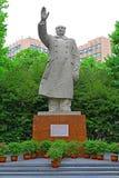 毛泽东雕象同济大学校园的上海,瓷 免版税库存照片