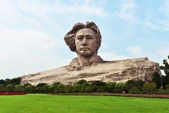 年轻毛泽东雕象 库存照片