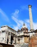 毛皮围巾的小山和罗马论坛在罗马,从一个不同的角度 免版税库存图片