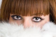 毛皮女孩佩带的白色 免版税库存图片