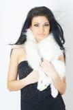 毛皮女孩佩带的白色 免版税库存照片