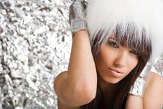 毛皮女孩纵向佩带的空白冬天 免版税图库摄影