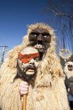 毛皮的狂欢节戴假面具的人在'Busojaras',冬天的葬礼狂欢节  免版税图库摄影