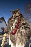 毛皮的狂欢节戴假面具的人在'Busojaras',冬天的葬礼狂欢节  库存照片