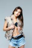 毛皮背心的美丽的妇女 图库摄影