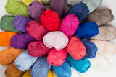 毛线五颜六色的丝球  库存照片