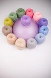 毛线的五颜六色的构成 免版税库存图片