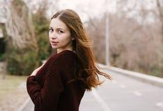 毛线衣的女孩 库存图片