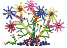 毛虫美妙的花彩色塑泥 免版税库存图片