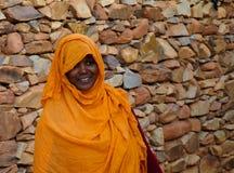 毛里塔尼亚妇女画象全国礼服的Melhfa, Chinguetti,毛里塔尼亚 库存图片