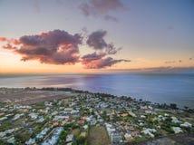 绢毛猴,毛里求斯- 2015年11月29日:日落风景和印度洋在毛里求斯 库存图片