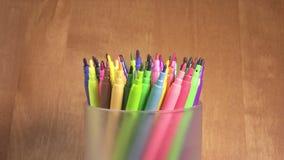 毡尖的笔在支持滚动 影视素材