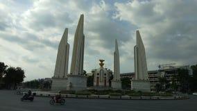 民主纪念碑时间间隔与云彩的在曼谷,泰国 影视素材