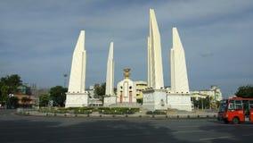 民主纪念碑时间间隔与云彩的在曼谷,泰国 股票录像
