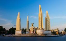 民主金黄纪念碑 库存图片