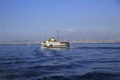 乘客火轮在伊斯坦布尔 免版税图库摄影