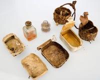 民用西班牙战争 沟槽锡罐和遗骸  库存图片