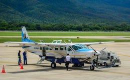 民用飞机在机场 库存照片