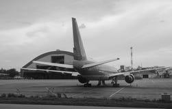 民用飞机在猫双机场在海防市,越南 免版税库存图片