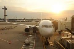 民用飞机在JFK机场 免版税库存照片