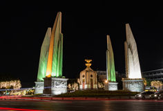 民主纪念碑nightscape在泰国 库存照片