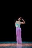 民间舞:女孩穿戴马的腹带 免版税库存图片