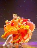 民间舞:橙色女孩 库存图片