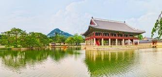 民间gyeongbokgung韩国博物馆国民宫殿 30更改的卫兵7月韩国国王好朋友s汉城南部 全景 库存照片